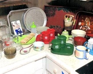 HMT089 Christmas Tupperware & Other Kitchen Items