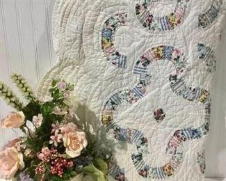Vintage Quilt & Floral https://ctbids.com/#!/description/share/257186