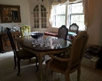French style Diningroom set Table and 6 chairs