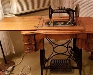 Oak antique New Home sewing machine, perfect condition