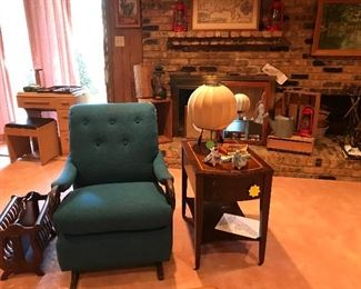 MID CENTURY MODERN CHAIR, END TABLE AND LAMP