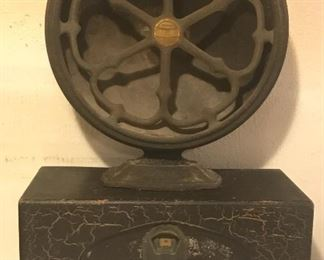 1930's Atwater Kent radio and speaker, very cool indeed