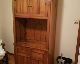 This Hutch is made by Pennsylvania House.