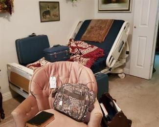 STRYKER MPS HOSPITAL BED (WORKS WELL).....SMALL SWIVEL ROCKER