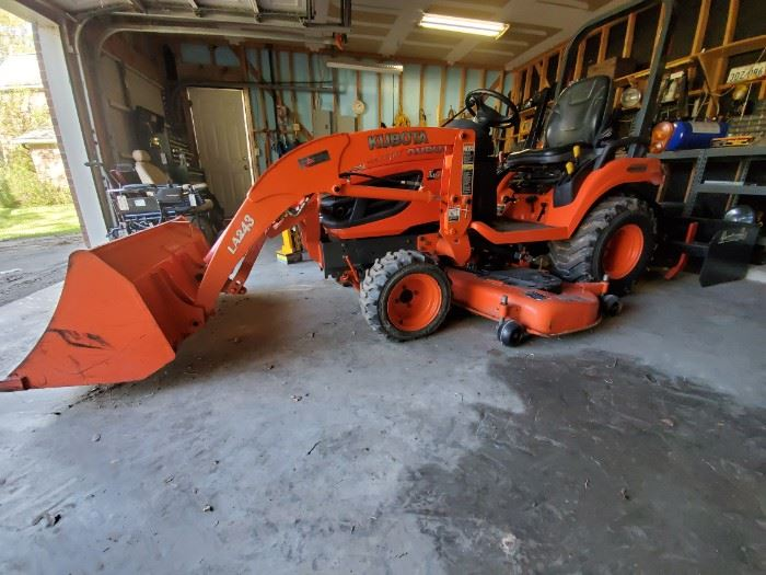 KUBOTA BX2660 4WD TRACTOR with FRONT LOADER and BACK BUCKET....(WORKING CONDITION)....$8000 or BEST OFFER