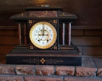 Smith Thomas Antique Clock in nice condition - yes it has it's key.
