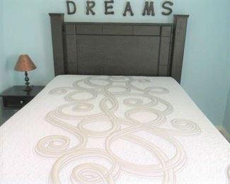 Queen Size Serta Mattress/Box Springs & Bed Frame