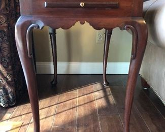 Accent table 29 x 18 x 27