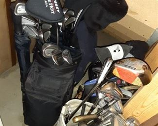 Titleist Men's right-handed golf clubs
