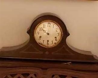 0085 Main Building Living Room Mantle Clock profile