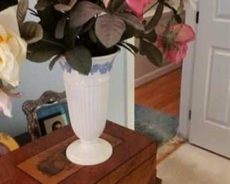 0222 Main Building Bedroom Master Vase profile