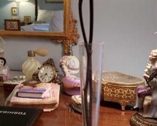 0282 Main Building Bedroom Master Bud vase profile