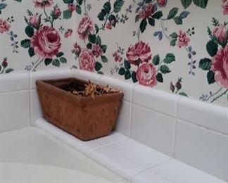 0295 Main Building Bathroom Master Flower Pot terracotta profile