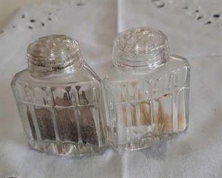 0760 Main Building Kitchen Salt and Pepper shaker profile