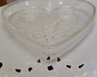 0910 Main Building Kitchen Heart shaped dish profile