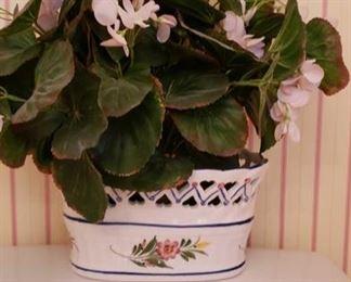 1746 Main Building Bathroom Upstairs Flower Pot profile