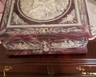 1774 Main Building Bedroom Upstairs Jewelry Box profile