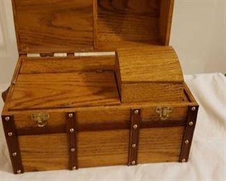 2180 Main Building Sitting Rm Closet Doll Trunk 1 of 2 Insides