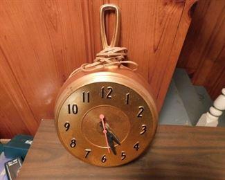 Figural Skillet Kitchen Clock