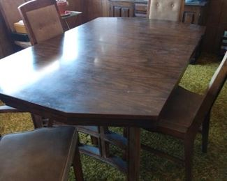 "BASSETT TABLE WITH SIX CHAIRS, TWO EXTRA LEAVES.  WITH LEAVES IT MEASURES 8'6"" X 42"" WIDE."