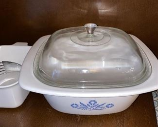 VINTAGE CORNFLOWER BLUE DUTCH OVEN