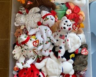 COLLECTION OF BEANIE BABIES