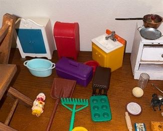 VINTAGE DOLLHOUSE FURNITURE AND MINIATURES