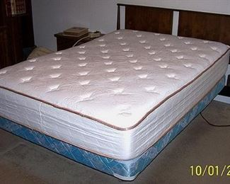 Full size bed - adjustable