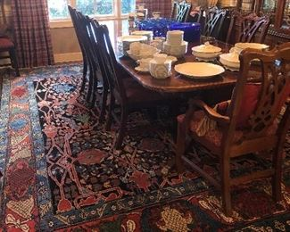 Thomasville Dining table with 8 chairs. Large, pristine Persian rug