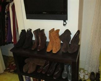 Bookcase, women's shoes and television