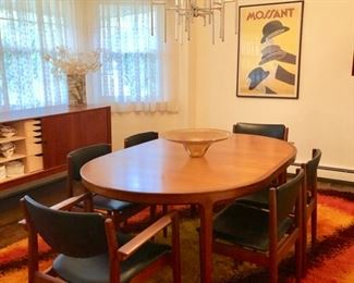 """Sweden c.1964 Walnut dining table by B. Fridhagen for Bodafors -- 45"""" round that opens up to 120"""" with 4 leaves"""