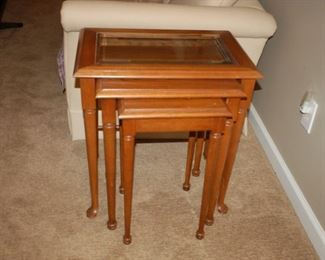 "16"" W x 23"" D x 24"" H, Thomasville American Oak, Nesting Tables"