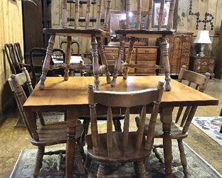 Nice farm style table w/six chairs and extra leaves