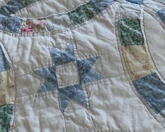 Handmade Vintage Queen Size Wedding Ring Quilt & Pillowcases https://prepare-to-sell.myshopify.com/products/handmade-vintage-queen-size-wedding-ring-quilt-with-two-pillowcases