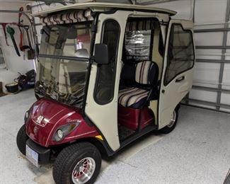 $3500 - 2007 Yamaha gas golf cart with hard door cab cover