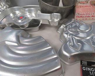 vintage wilton cake pans, cake decorating , baking
