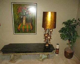 Coffee table, table lamp and artwork