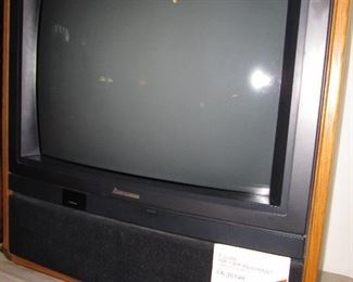 Mitzubishi 1989 console television with manual and remote