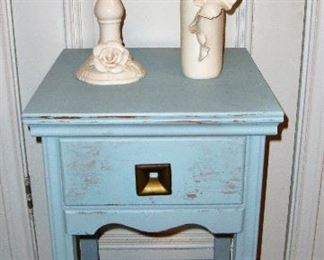 SMALL COTTAGE CHIC TABLE/STAND WITH DRAWER