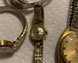 CLOSE UP OF LADIES GOLD WATCH