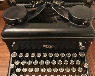Lovely vintage working Royal typewriter