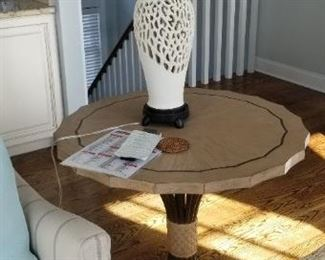 Stanley accent table; set of two table lamps