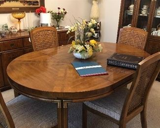Drexel Heritage Mid Century Traditional Dining Room Table 4 chairs China hutch and buffet Comes with 2 extensions and table pads