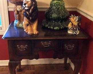 """A Pair of Statton Trutype Americana Queen Anne style side tables/ Night stands, 28"""" x 20"""", 26""""H"""