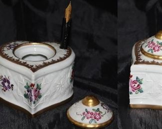 Porcelaine de Paris ink well with insert and lid