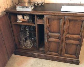 Extensole Liquor Cabinet , Slate Top