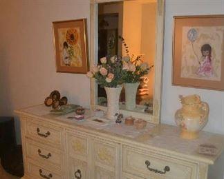 Thomasville Dresser w/mirror