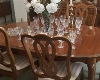 Dining set with leaves..perfect condition
