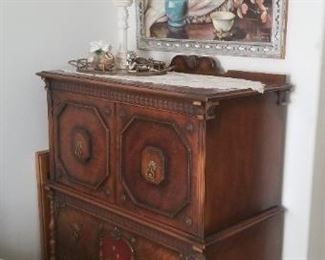 Antique chest of drawers $450