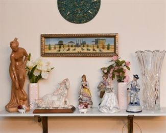 Decorative & Collectible Figurines / Statues
